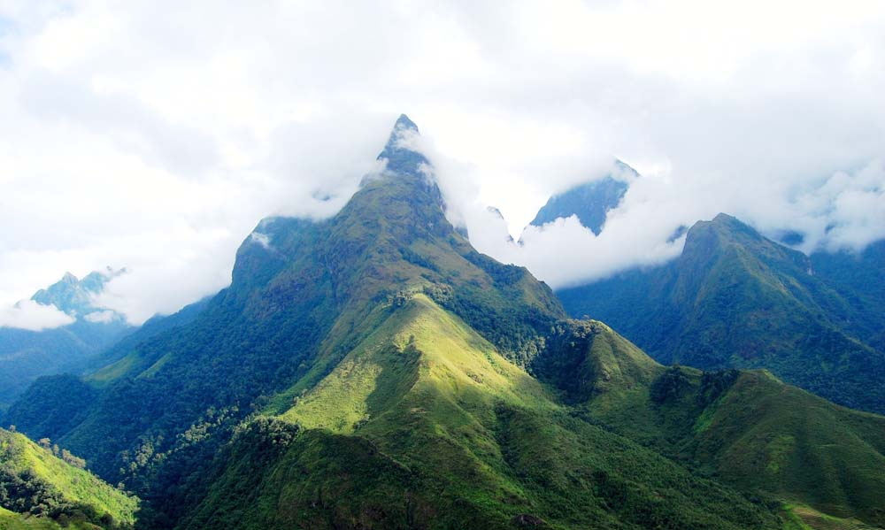 Sa Pa có đỉnh Núi Phan Si Păng cao 3.143m trên dãy Hoàng Liên Sơn