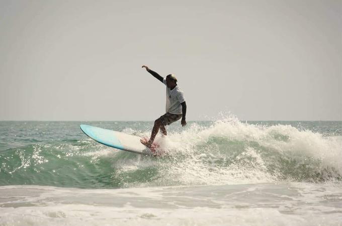 Chàng trai Nha Trang đam mê chinh phục những con sóng