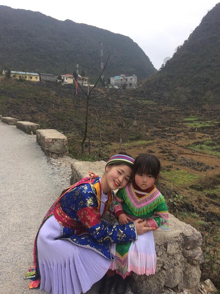 Hướng dẫn viên người H'Mông có nụ cười 'gây sốt'