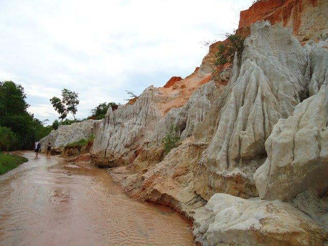 Suối Tiên nàng tiên ẩn mình giữa thiên nhiên Mũi Né.