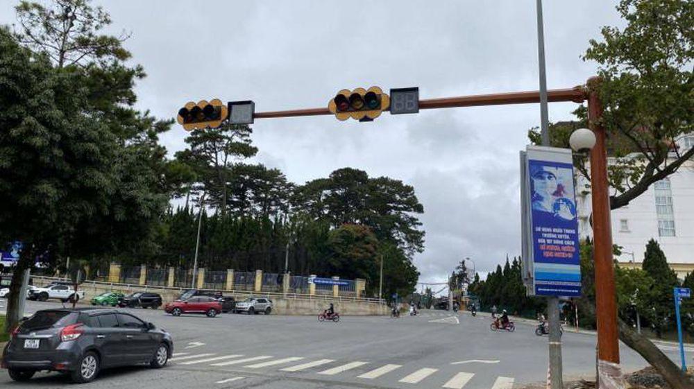 Đà Lạt 2021 Đã Có Cột Đèn Giao Thông Công Cộng.